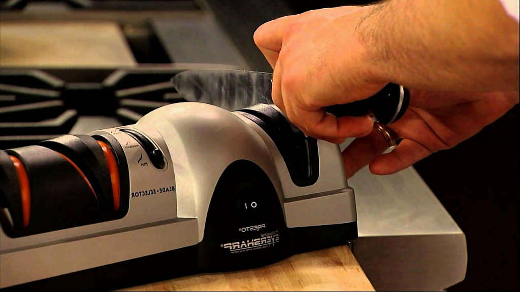 10 Superb Electric Knife Sharpener Reviews – Top Choices of 2020
