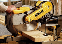 Iconic Dewalt DWS709 Review – All You Need To Know About Its Performance (2020)